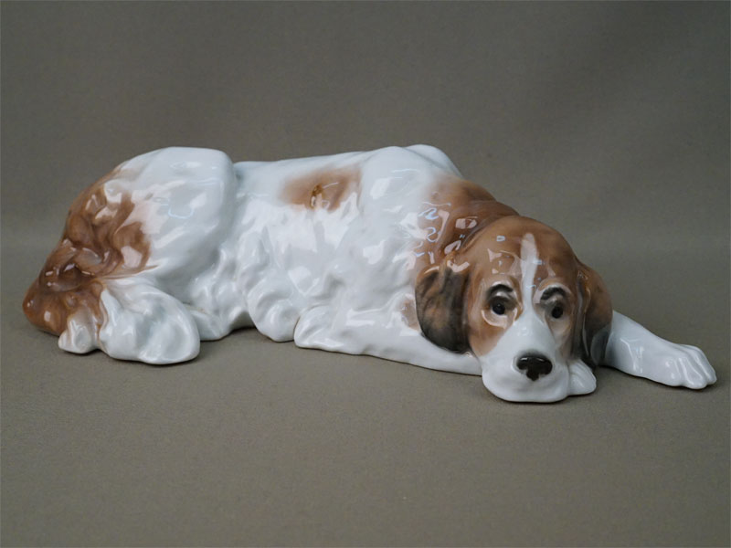 Скульптура «Лежащая собака», фарфор, роспись. Германия, Karl Ens, начало XX века, длина 31смсм