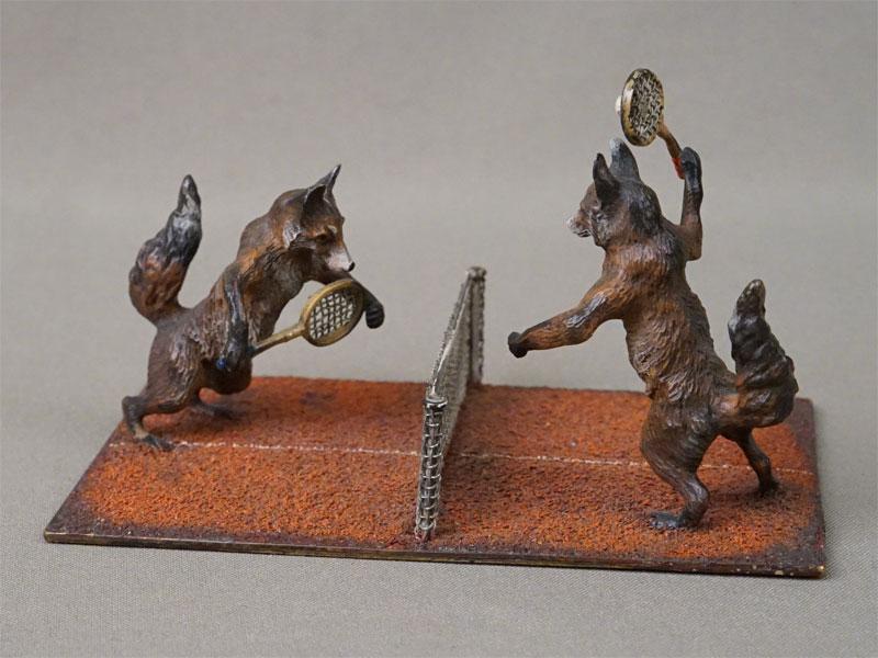 Миниатюрная скульптура «Лисы играют в теннис», венская бронза, Бергман, конец XIX – начало XX века, длина 12см