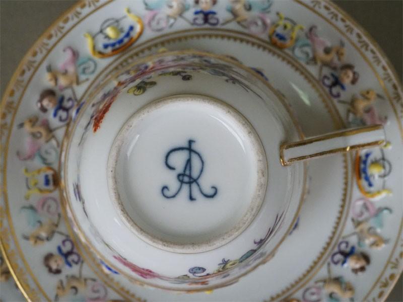 Чайная пара, фарфор, роспись, золочение. Западная Европа, конец XIX века (скол)