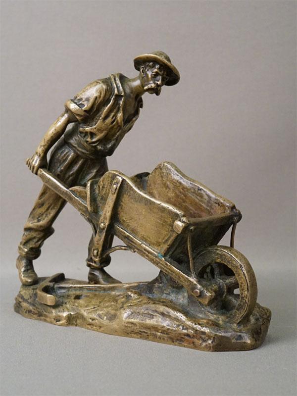 Скульптура «Шахтер с киркой и тачкой», бронза. Западная Европа, конец XIX века, авторская подпись, длина 18,5см, высота 16см