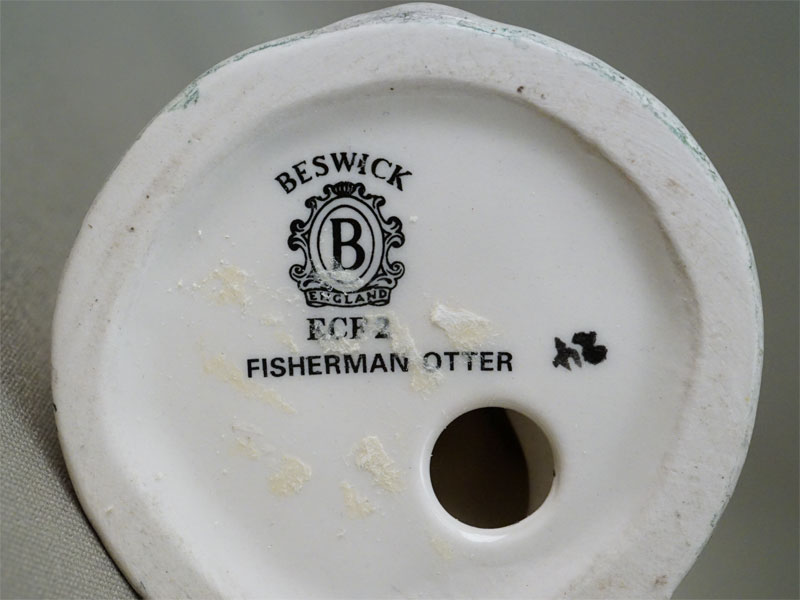 Скульптура «Выдра-рыбак», фарфор, роспись. Англия,  высота 15см, вторая половина XX века