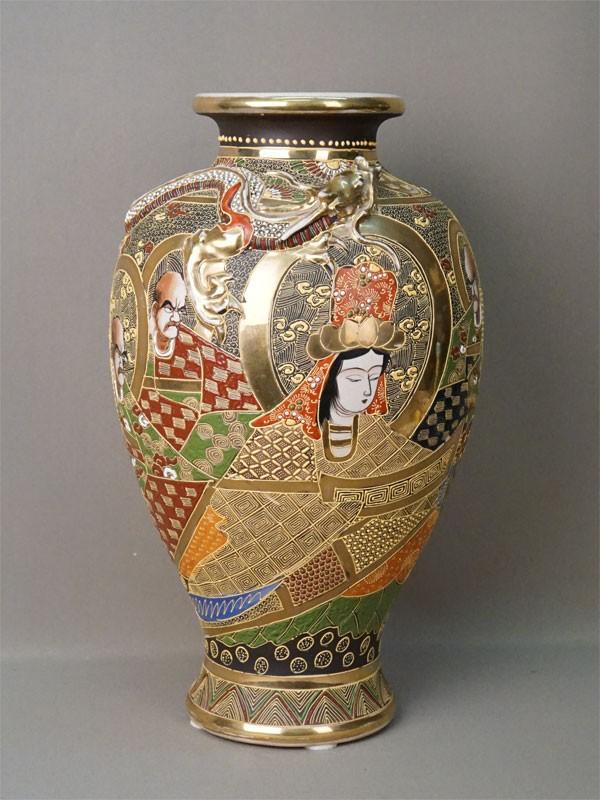 Ваза «Дракон», фарфор, роспись, золочение. Япония, Сацума, середина XX века, высота 37см