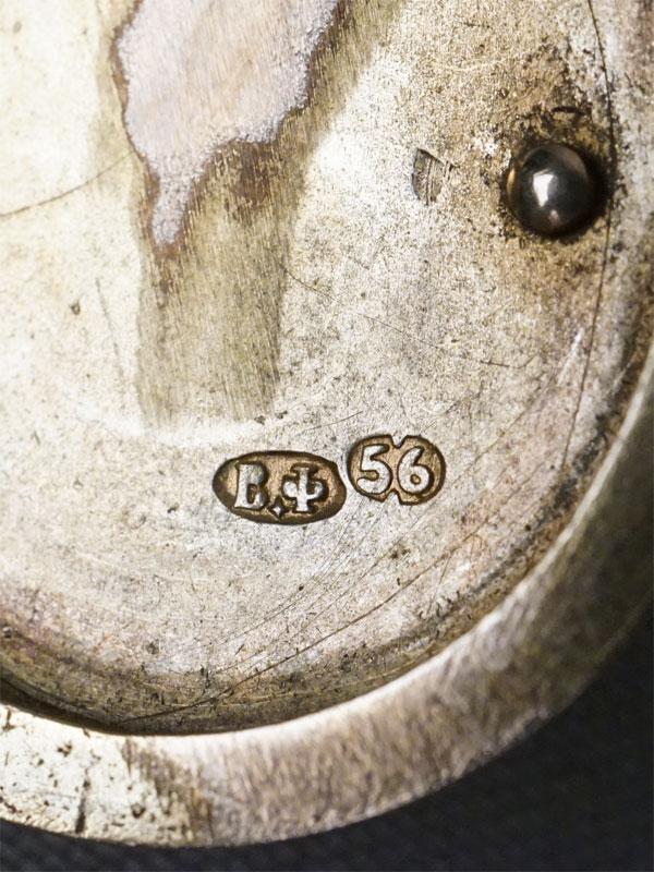 Подвеска-медальон с монограммой, золото 56 пробы, мастер «В.Ф.» (Болин), общий вес 15,67г.  Вставки: 23 розовых сапфира.