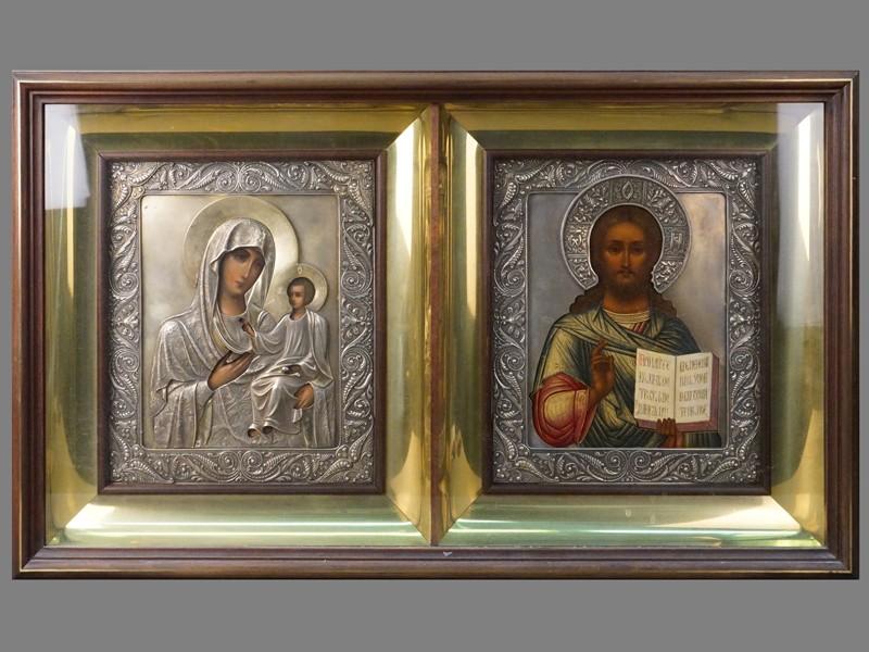Венчальная пара в киоте «Господь Вседержитель» и «Пресвятая Богородица Иверская», дерево, темпера. Оклады  в стиле модерн, серебро 84 пробы. Размер каждой иконы 29 × 27см