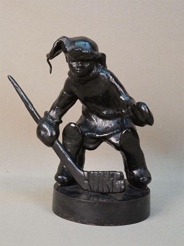 Скульптура «Юный вратарь-хоккеист», чугун, литье, покраска. Касли, 1976 год, высота 16см