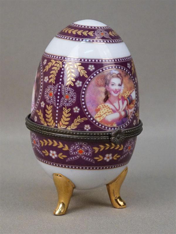 Шкатулка «Пасхальное яйцо», фарфор, деколь, золочение;  металл. Конец XX века, высота 10см