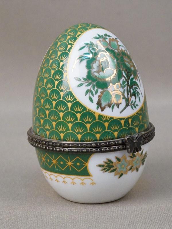 Шкатулка «Пасхальное яйцо», фарфор, деколь, золочение; металл. Конец XX века, высота 8см