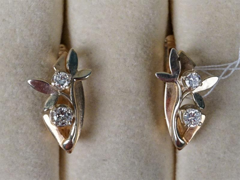 Серьги, золото 585 пробы, общий вес 4,40г. Вставки: 4 бриллианта (Кр57 – 026ct 4/4)