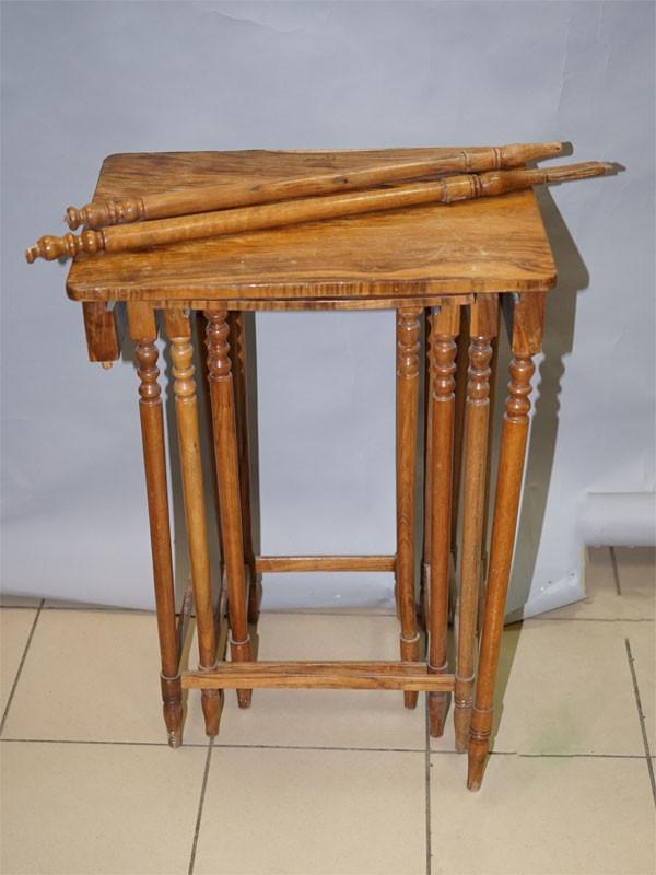 Столик раздвижной, орех. Размер: 75 × 56 × 41см
