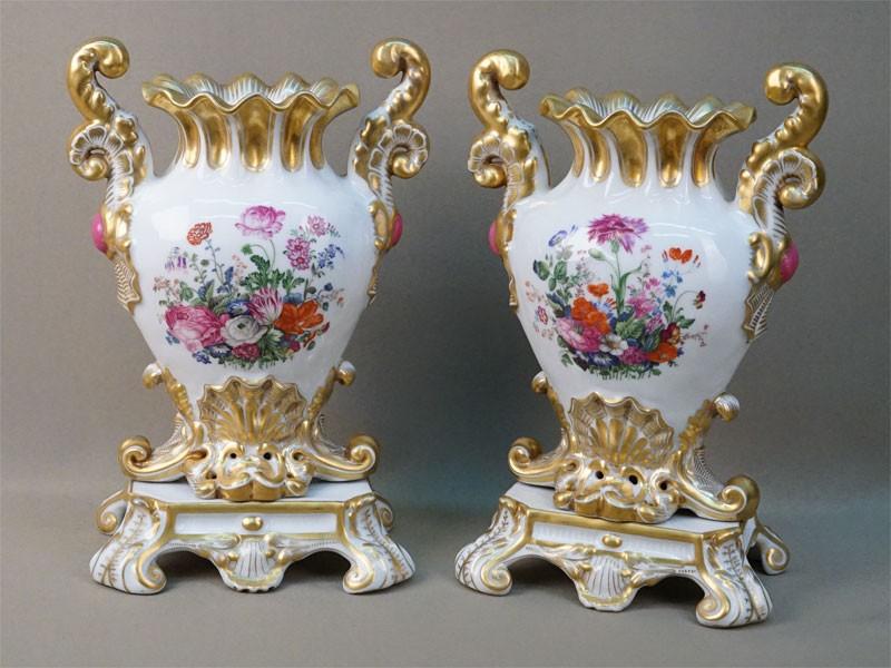 Парные вазы «Цветы», фарфор, роспись, золочение. Завод А. Попова, XIX век, высота 28см