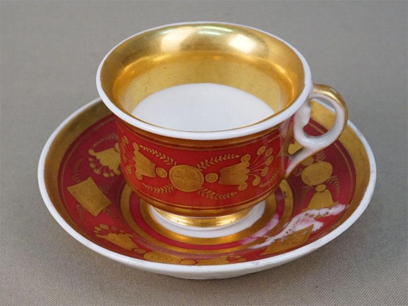Кофейная пара в стиле ампир, фарфор, крытье, золочение, цировка. Западная Европа, XIX век, диаметр блюдца 10см, высота чашки 4,5см