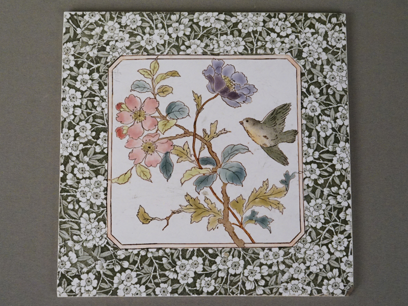 Пласт «Цветы и птичка», керамика, деколь с подрисовкой, 20 × 20см (скол).