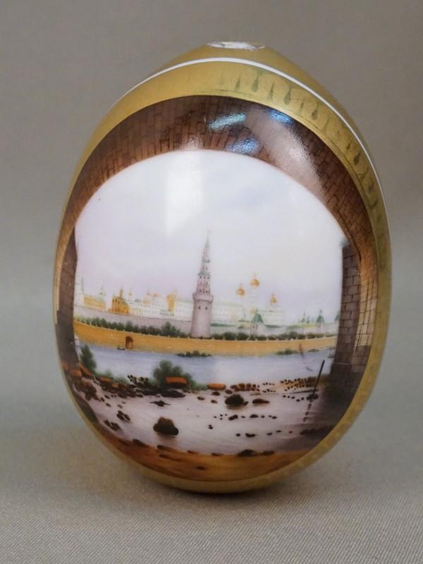Пасхальное яйцо «Вид на Московский Кремль», фарфор, роспись, золочение, цировка. Россия, XIX век, высота 10см