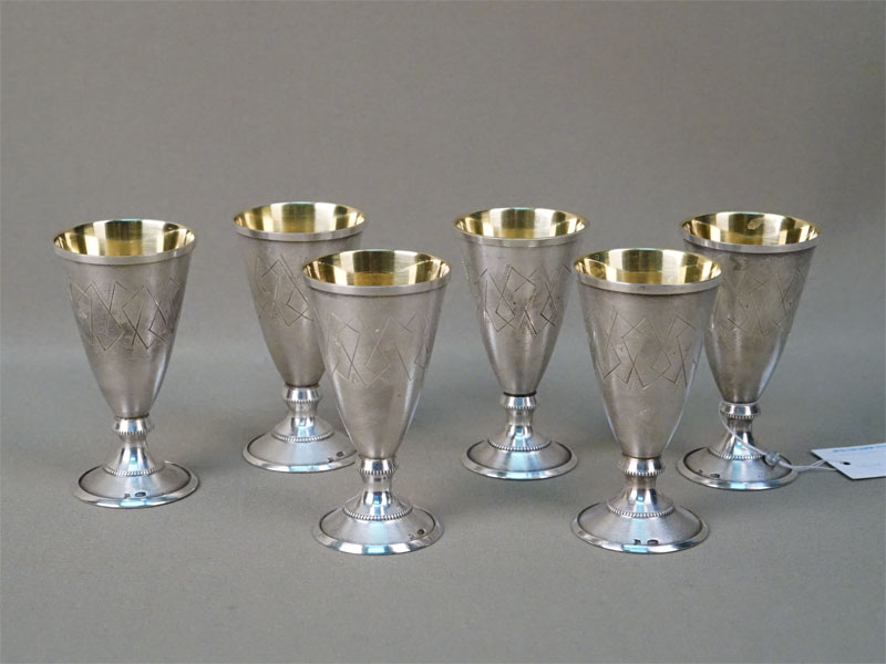 Шесть рюмок, серебро 875 пробы, золочение, общий вес 181г., высота 7,3см