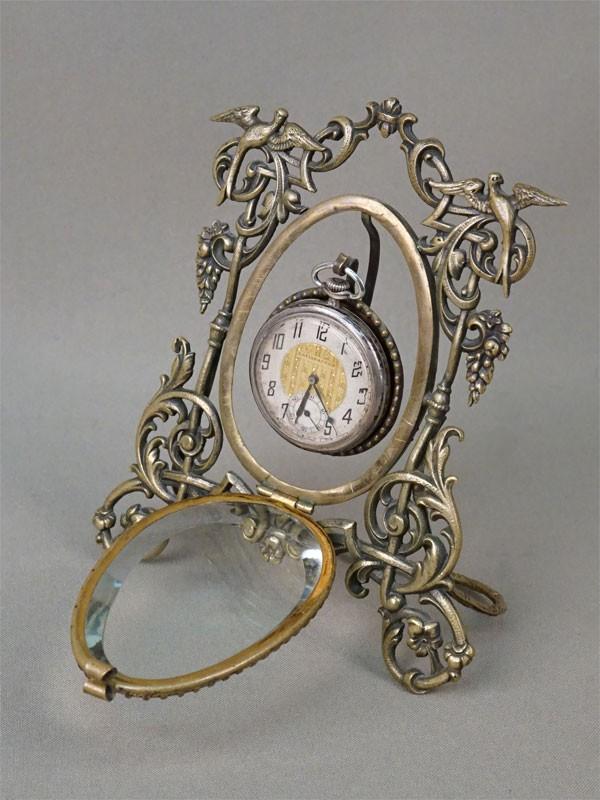 Подчасник (латунь, стекло, конец XIX века, высота 14см) и часы карманные (серебро по реактиву, диаметр 4см, конец XIX века)