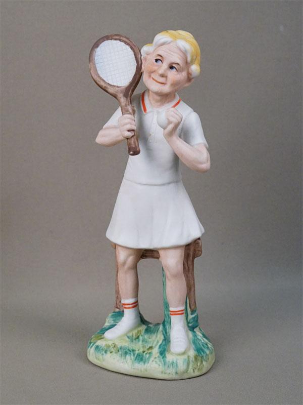 Скульптура «Теннисистка», бисквит, роспись. Япония, Lefton, 1950-е годы, высота 21см