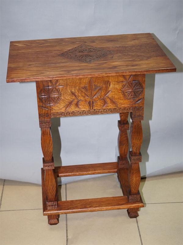 Столик в русском стиле, массив дуба, современная копия изделия абрамцевских столярных мастерских, выполнен по эскизу Е. Поленовой. 71 × 60 × 42см