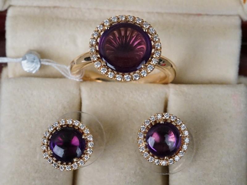 Комплект: серьги и кольцо, золото 750 пробы (по реактиву), общий вес 9,73г. Вставки: 66 бриллиантов (Кр57 – 0,32ct 3/3-4); 3 аметиста («Кабошон»), размер кольца 17.0