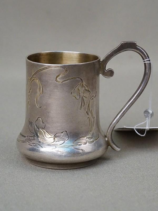 Чарка стиле модерн, серебро 84 пробы, гравировка, общий вес 39,64г., начало XX века, высота 4,5см