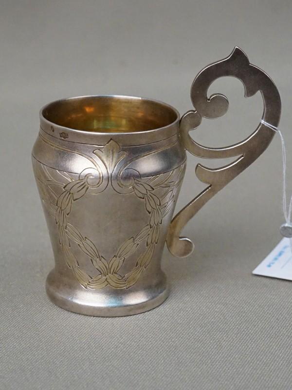 Чарка стиле модерн, серебро 84 пробы, гравировка, общий вес 35,57г., начало XX века, высота 4,9см