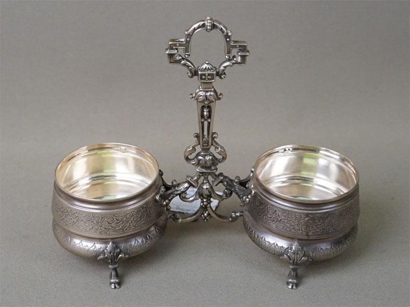 Пара солонок в подставке, серебро по реактиву. Франция, конец XIX  — начало XX века