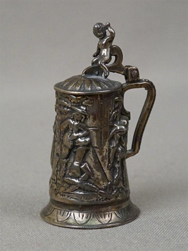 Миниатюра «Пивная кружка», серебро по реактиву, общий вес 29,3г., высота 5,2см, первая половина XX века