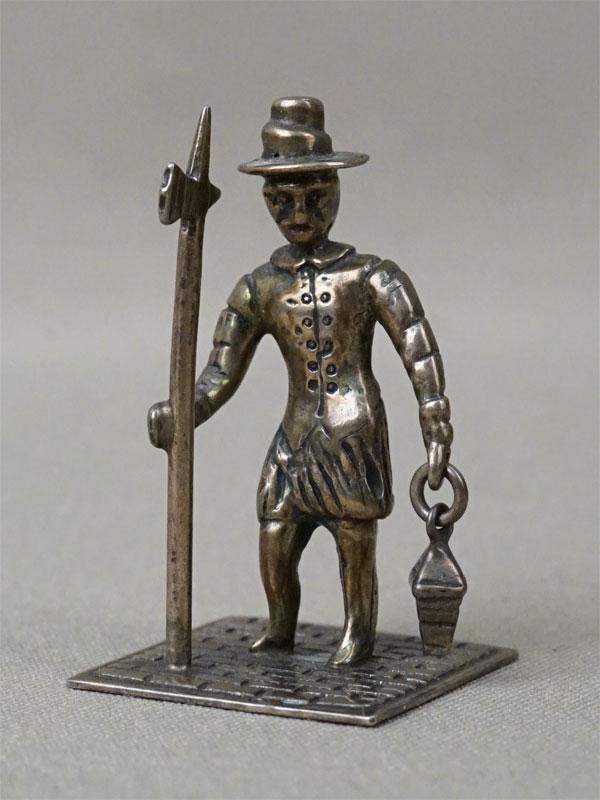 Миниатюра «Стражник», серебро по реактиву, общий вес 18,7г., высота 4см, первая половина XX века