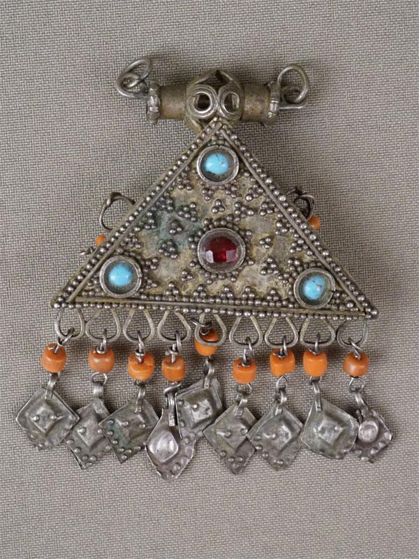 Подвеска, металл, кораллы, смальта, стекло. Средняя Азия, конец XIX – начало XX века