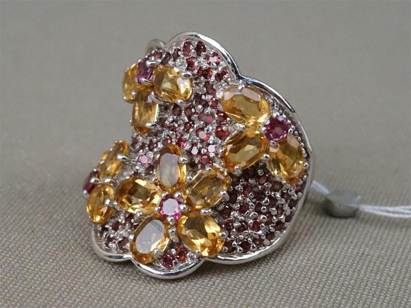 Кольцо, серебро 925 пробы, общий вес 12,0г. Вставки: цитрины и родолиты. Размер кольца 18,5.