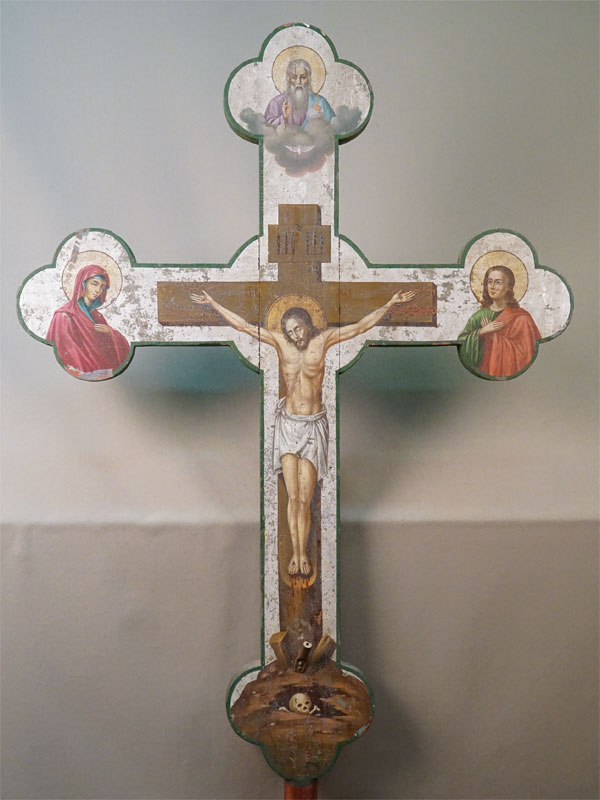Выносной крест «Распятие Иисуса Христа с Саваофом, Пресвятой Богородицей и Святым Апостолом Иоанном», дерево, масло, XIX век, 83,2 × 61см (без древка).