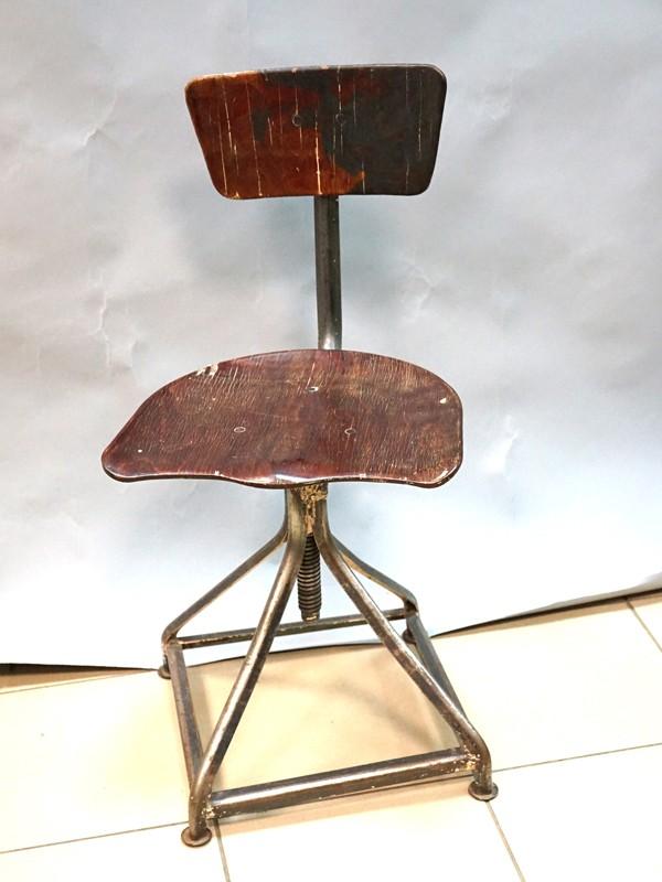 Стул вращающийся с подвижной спинкой для работы, сталь, дерево, начало ХХ века, размер —  76 × 37 × 37см