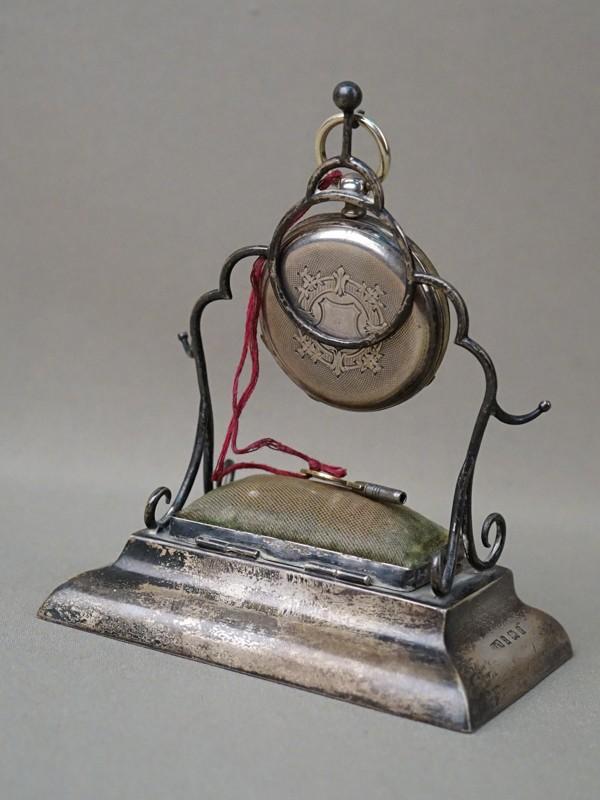Подчасник с часами и шкатулкой, серебро по реактиву. Англия, конец XIX века, высота 14,5см