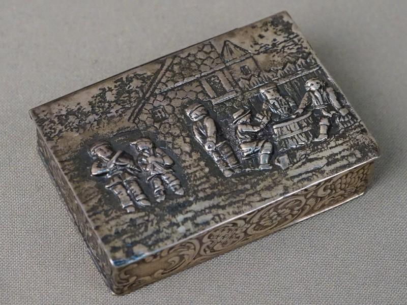 Шкатулка, серебро 830 пробы, конец XIX века, общий вес 77,72г., 7 × 5см