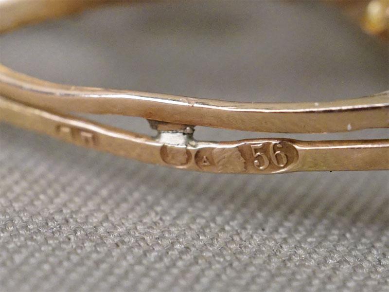 Брошь — подвеска, золото 56 пробы, демантоиды, 1 цаворит,  общий вес 8,15г.