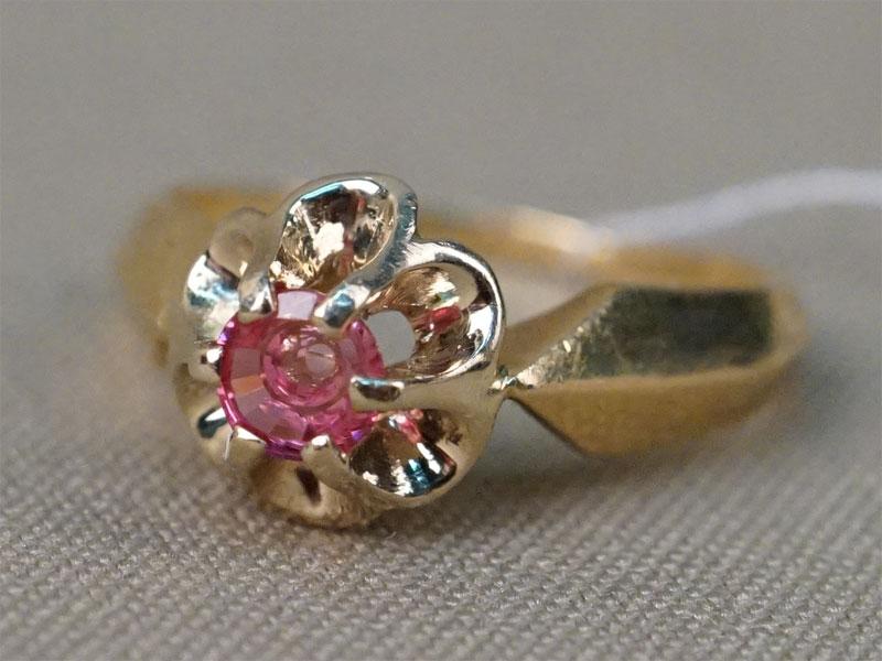 Кольцо, золото 750 пробы по реактиву, размер кольца 17,5. Вставка: розовая шпинель. Общий вес 4,3г.