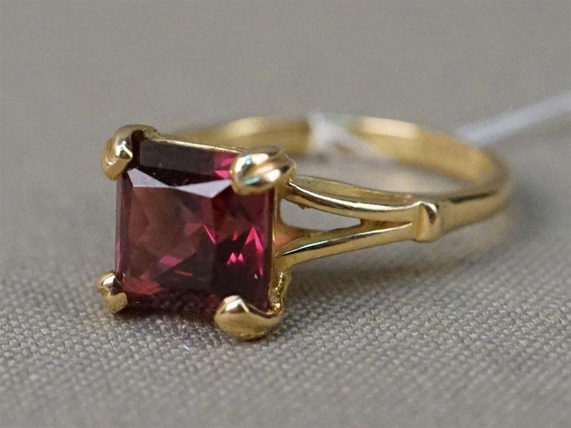 Кольцо, золото 750 пробы по реактиву, размер кольца 16,5. Вставка: родолит. Общий вес 3,77г