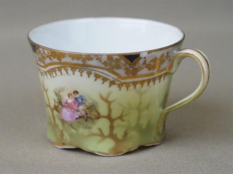 Кофейная чашка, фарфор, деколь. Завод Гарднера, конец XIX века  (скол)
