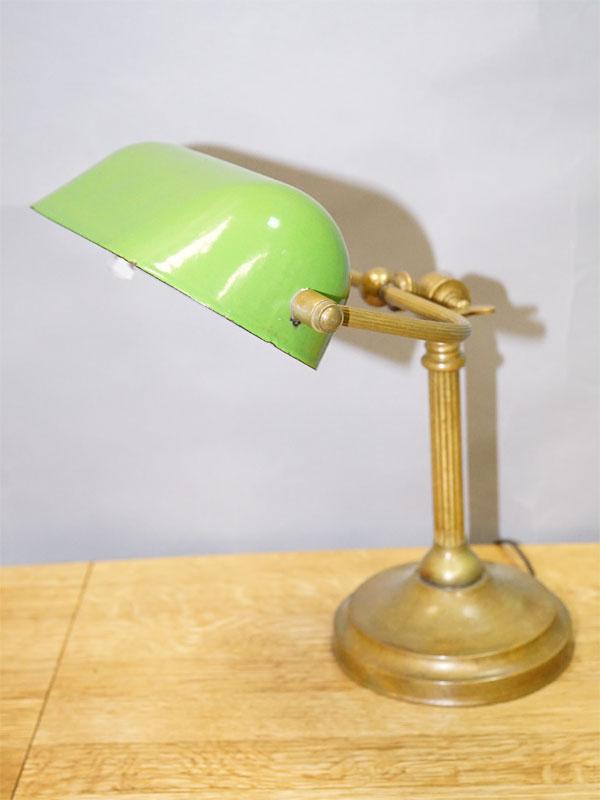 Лампа настольная «банковская» шарнирная с жестяным, эмалированным плафоном, латунь,начало ХХ века, 1 световая точка (стандартный патрон Е-27), размер —44× 30см (в максимально поднятом состоянии)