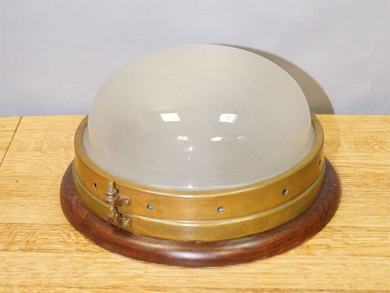 Светильник потолочный «корабельный», латунь, дерево, бесцветное матированное стекло, начало ХХ века,1 световая точка (стандартный патрон Е-27)размер —16× 29см