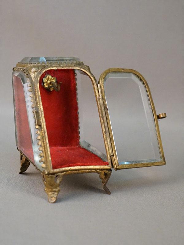 Подчасник, стекло, латунь, высота 9,5см, конец XIX — начало XX века