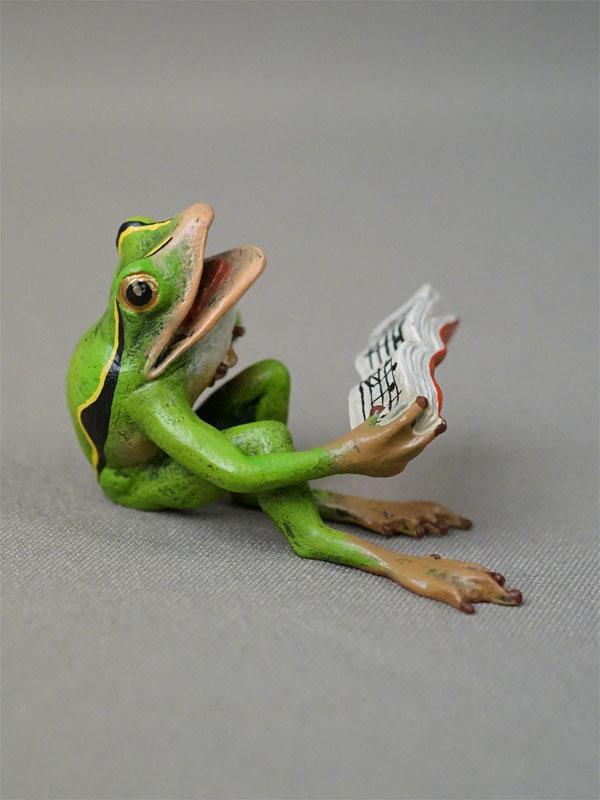 Скульптура «Лягушка поет по нотам», венская бронза, высота 3,5см, начало XX века