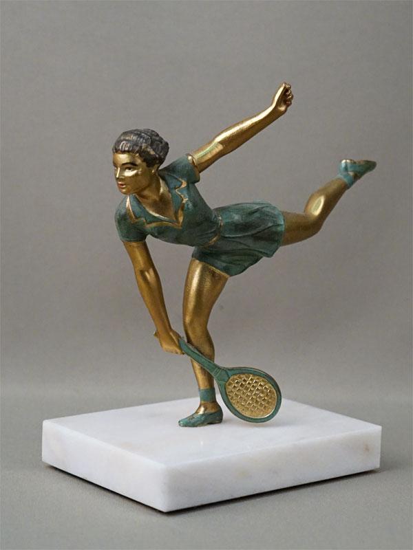 Скульптура «Теннисистка», шпиатр, роспись, постамент мрамор. Франция, начало XX века, высота 18см