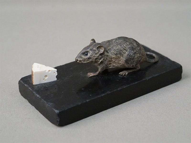 Скульптура «Мышь и кусок сыра», венская бронза, кость, камень. Австрия, конец XIX века, длина 13см