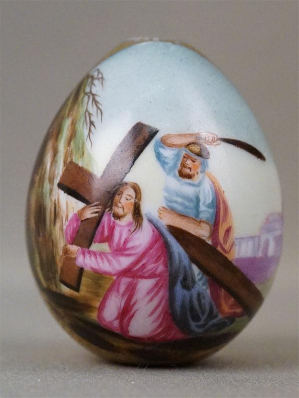 Яйцо пасхальное «Несение Креста», фарфор, роспись, золочение, высота 6см