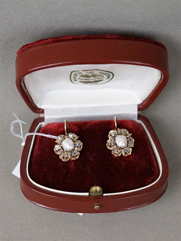 Серьги в футляре, золото по реактиву, общий вес 6,00г. Вставки: бриллианты (12бр «Старой» упр. огр. — 1,15ct 3/3-4; 23бр «Роза»); 2 природных жемчужины.