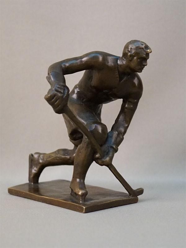 Скульптура «Хоккеист», металл, автор Барганов, 1968 год, высота 16см