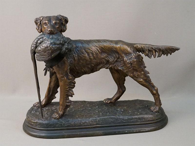 Скульптура «Охотничья собака с фазаном», шпиатр. Париж, конец XIX века, длина 38см, высота 30см, авторская подпись на постаменте.