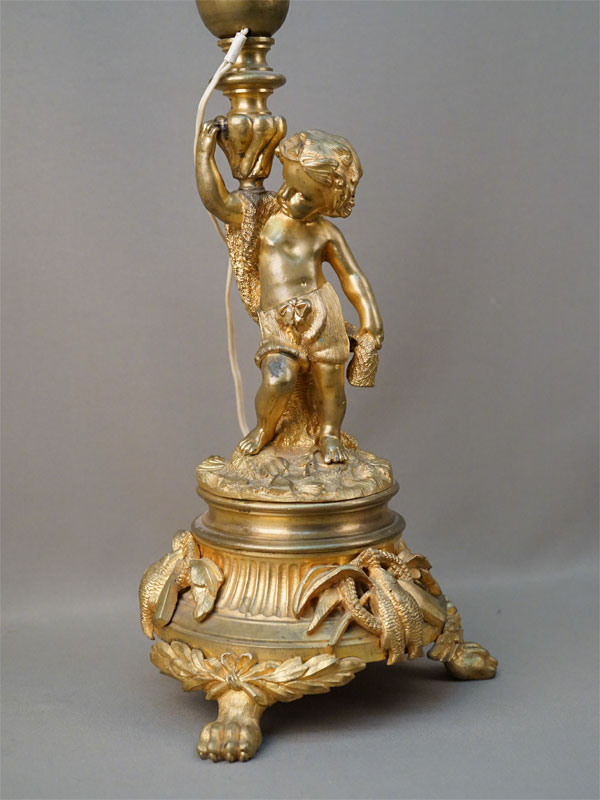 Лампа настольная «Путти-рыболов», бронза, литье, золочение, конец XIX века, высота 49,5см