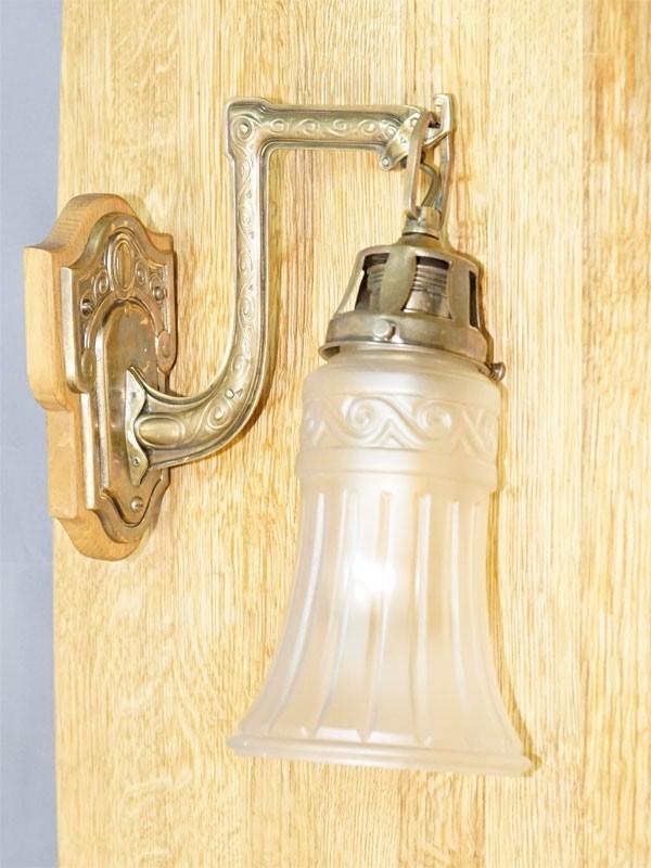 Бра в стиле модерн, латунь, дерево, бесцветное, матированное стекло, начало ХХ века, 1 световая точка (стандартный патрон Е-27), размер —30× 12× 23см