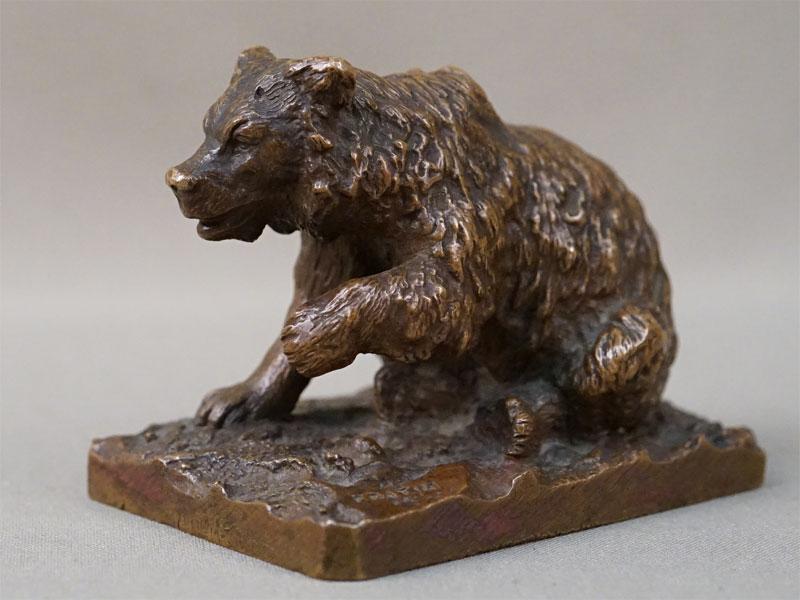 Скульптура «Медведь», бронза, литье, патинирование. Франция, автор Fratin, конец XIX века, высота 6,5см